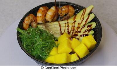 Avocado grilled shrimp mango summer salad dish