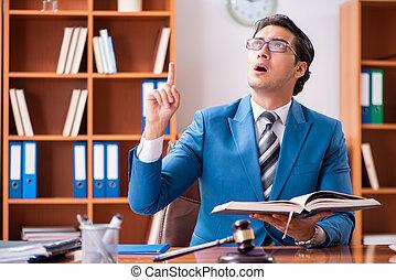 avocat, bureau fonctionnant
