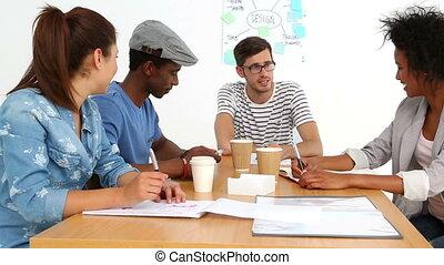 avoir, briefing, créatif, équipe