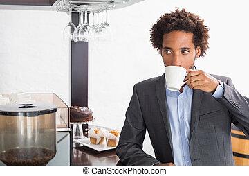 avoir café, heureux, homme affaires