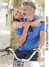avoir, couples aînés, gentil, dehors, amusement, adulte
