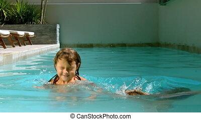 avoir, natation, frères soeurs, amusement
