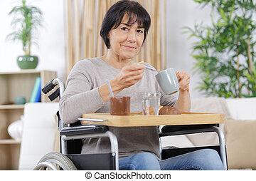 avoir, personne agee, petit déjeuner, maison, femme