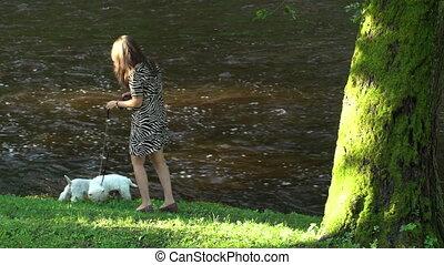 avoir, prise vue., deux, promenade, statique, animaux familiers, girl, rivière, summer., chiens