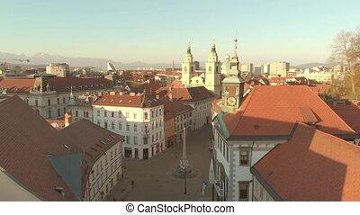 avril, fait, light., vide, 2020, slovénie, aérien, virud, crise, pandémie, rues, ljubljana, capital, tard, couronne, pendant, covid-19, après-midi, hôtel ville, vue, panoramique