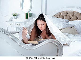 avslappnad, bok, dam, läsning, säng