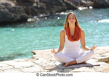 avslappnad, flicka, gör, yoga, träningen, helgdagar