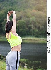 avslappnad, kvinna, andning, nytt lufta, resning, arms.