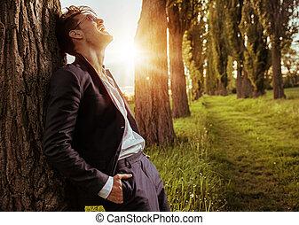 avslappnad, man, träd, stillhet, böjelse