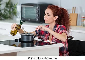 avstängd kvinna, matlagning, henne, kök