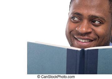 away., lecture, regarder, livre, noir, séduisant, homme, sourire, mâle, beau
