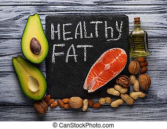 awokado, zdrowy, orzechy laskowe, tłuszcz, nafta, łosoś