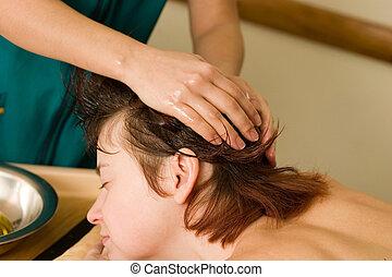 ayurvedic, óleo, massagem, de, a, scalp