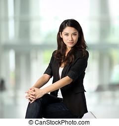 aziaat, businesswoman