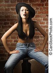 aziatisch meisje, met, hoedje, en, sigaar