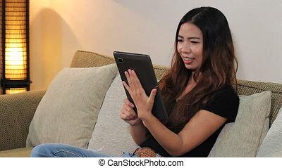 aziatische vrouw, afhandelingen, telefoongesprek