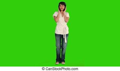 aziatische vrouw, dancing, terwijl, zij, is, horende muziek
