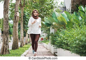 aziatische vrouw, rennende , en, het uitoefenen, buiten