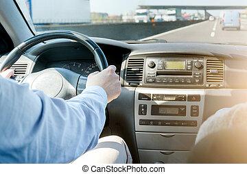 azionamento uomo, suo, automobile, in, in, un, autostrada