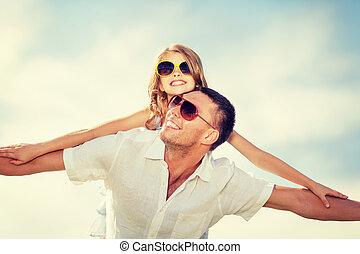 azul, óculos de sol, pai, sobre, céu, criança, feliz