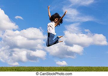 azul, adolescente, al aire libre, gente, cielo, encima, -, saltar, negro, africano, retrato, niña sonriente