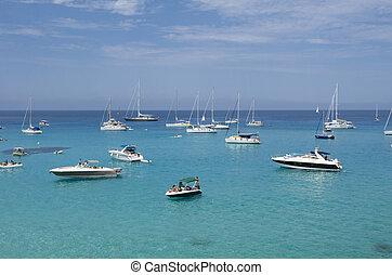 azul, amarrado, muchos, verde, mar, barcos