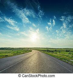 azul, asfalto, encima, cielo, profundo, ocaso, camino