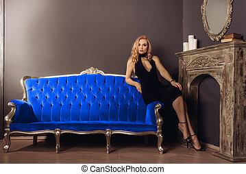 azul, assento mulher, vestido, jovem, sofá, pretas, lareira