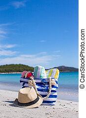 azul, bolsa, sombrero de paja, fracasos de tirón, y, toalla, blanco, playa tropical