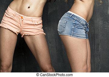 azul, cortocircuito, cuerpo, calzoncillos, dos, naranja, couples., hembra, frente, parte, trasero