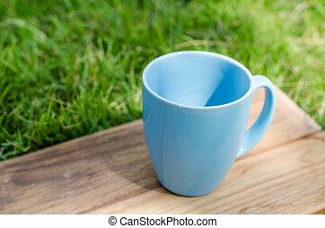 azul, de madera, espacio, jarra, verde, tabla, pasto o césped