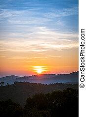 azul, dourado, silueta, montanhas, sobre, céu, amanhecer