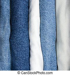 azul, e, cáqui, calças brim, pilha, closeup