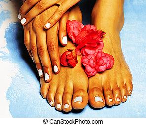 azul, flor cor-de-rosa, pedicure, mão, pés, africano feminino