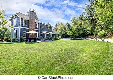 azul, grande, casa, com, quintal, e, verde, paisagem.