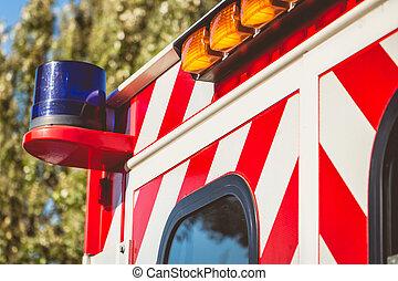 azul, luz intermitente, en, un, rojo, ambulancia
