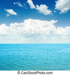 azul, mar, e, nuvens brancas, em, céu