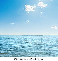 azul, mar, e, nuvens, em, sky., ilha, ligado, horizonte