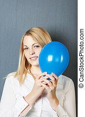 azul, mujer de negocios, globo, ella, cara