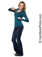 azul, mulher, calças brim, jovem