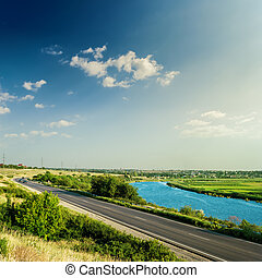azul, nubes, asfalto, cielo, ocaso, debajo, río, camino