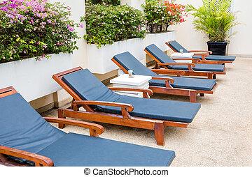 azul, poolside, piscina, deckchairs