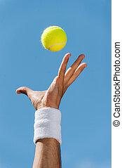 azul, primer plano, porción, wristband, lanzamiento, tenis, cielo, contra, mano, pelota, macho, ball.