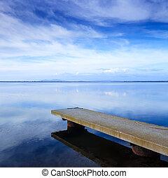 azul, reflexão, céu, lago, jetty, concreto, water., cais, ou