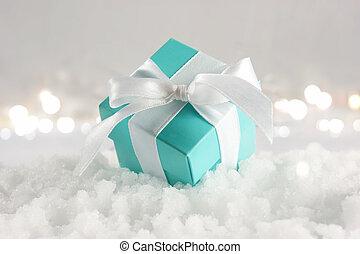 azul, regalo de navidad, anidado, en, nieve