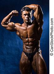 azul, sobre, muscular, bodybuilder, posar, fundo, bonito