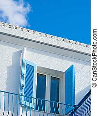 azul, ventana, debajo, un, colorido, cielo