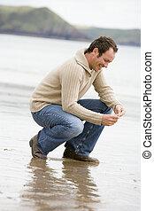 bábu guggol, képben látható, tengerpart, mosolygós