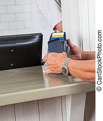 bábu kezezés, gyártmány tiszteletdíj, át, cellphone, -ban, pult