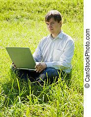 bábu laptop, alatt, a, kaszáló